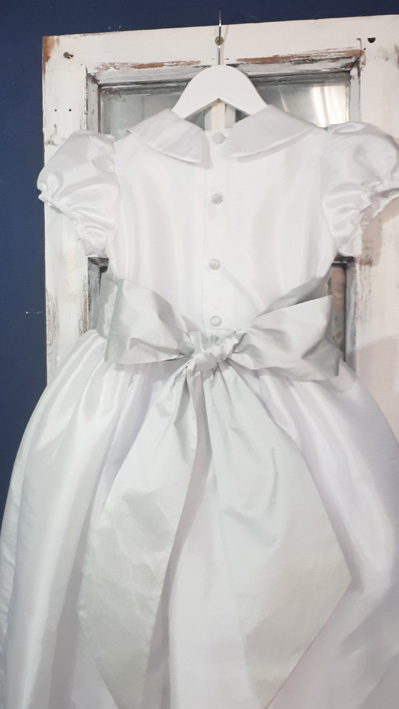 Ellie Goulding chose Little Eglantine Gallia dress for her flower girl dresses, with its peter pan collar and puff sleeves in a crisp white taffeta
