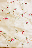 Gold taffeta with small fuchsia flowers (ref B32)