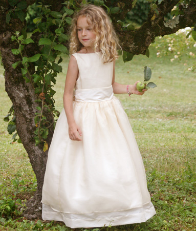 Elegant Communion dresses and designer flower girl dresses by French brand Little Eglantine
