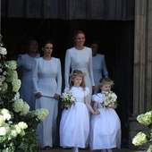Libby and Florence leaving @york_minster_official . . . Pic: extra.ie #elliegoulding #elliegouldingwedding #frenchdesigner #flowergirls #frenchcouture #littleeglantine #celebritywedding