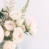 Fresh florals... perfect to lift up our spirit! . . Pic @artiesestudios #roses #weddingbouquet