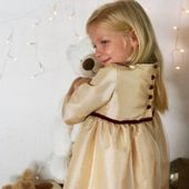 Annabelle dress id made of a shimering gold taffeta with a sparkling tulle overskirt and a delicate deep burgundy velvet ribbon at the waist to be tied in a gentle bow on the front... the perfect Christmas party dredd for a lovely little girl! . . . #littleeglantine #christmasdress #christmasmagic #gold #sparkles #childrencouture #kidscouture #princess #christmastime #christmaseve #christmasspirit #partydress #christmaspartydress