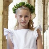 Claire wanted her flowergirls tp wear knee length dresses with ruffle sleeves. They were made of a delicate white linen wirh pale blue taffeta covered buttons at the back to remind the page boy outfits . . . #clairelademacher #princessclaire #royalwedding #weddinganniversary #littleeglantine #frenchdesigner #frenchmaisondecouture #luxurywedding #societywedding #flowergirl #flowergirldress