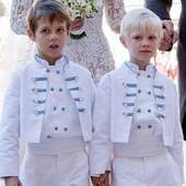 Leading the way to the church before Claire Lademacher, the two princes were stunningly gorgeous in their Little Eglantine military jackets, double breasted shirts and knickerbockers. . . . #royalwedding #princessclaireof luxembourg #princessclaire #littleeglantine #frenchdesigner #frenchcouture #kidscouture #luxurywedding #clairelademacher