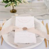 Beautiful soft tones tablescape photographed by @vasiaphotography . . . #weddingdetails #luxurywedding #weddinginspiration